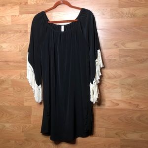 Coveted Clothing Large Top w/Fringed  Bell Sleeves
